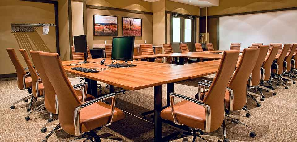 Flickr, Creative Commons: reynermedia, Empty Boardroom