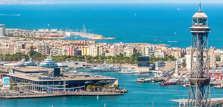 Visit Barcelona during the summer global immersion